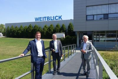 Philipp Utz (Member of the Exectuve Board) on the left, Franz Utz in the middle and Dr. H. Werner Utz (Chairman of the Supervisory Board) on the right, walking around the site